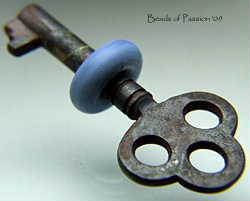 Vintage Key w/Denim Blue
